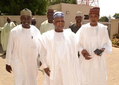 Gen Gusau with Mr Bala Abe (L) and Alhaji Uba Daura (R)